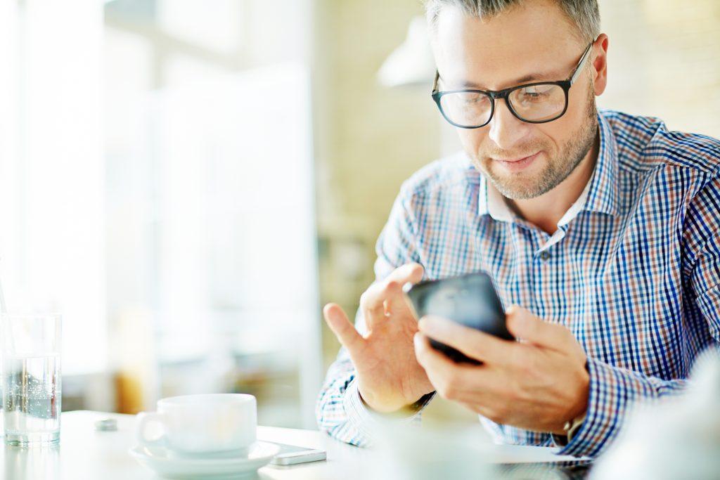 Zirius økonomiløsning - som kan brukes på mobil, tablet og pc